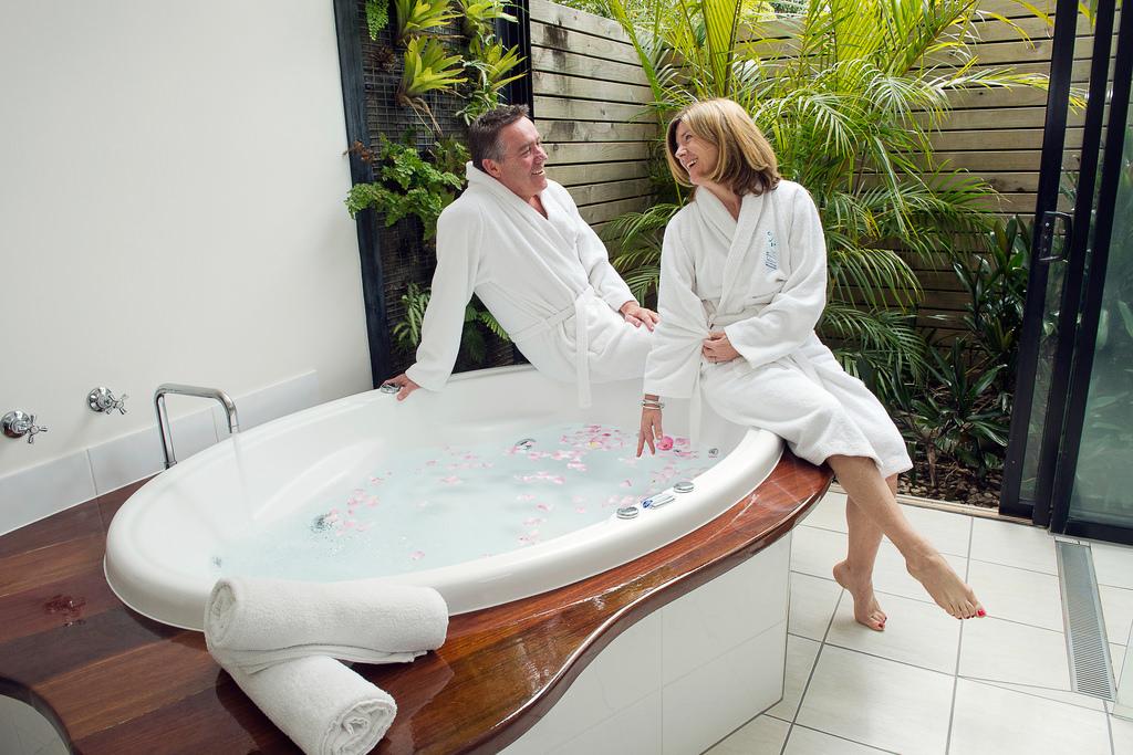 cuidado personal baño pareja