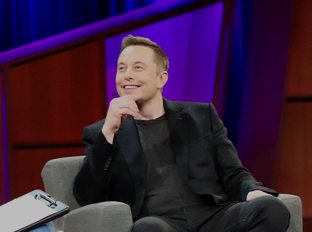 Elon Musk pintura automotriz