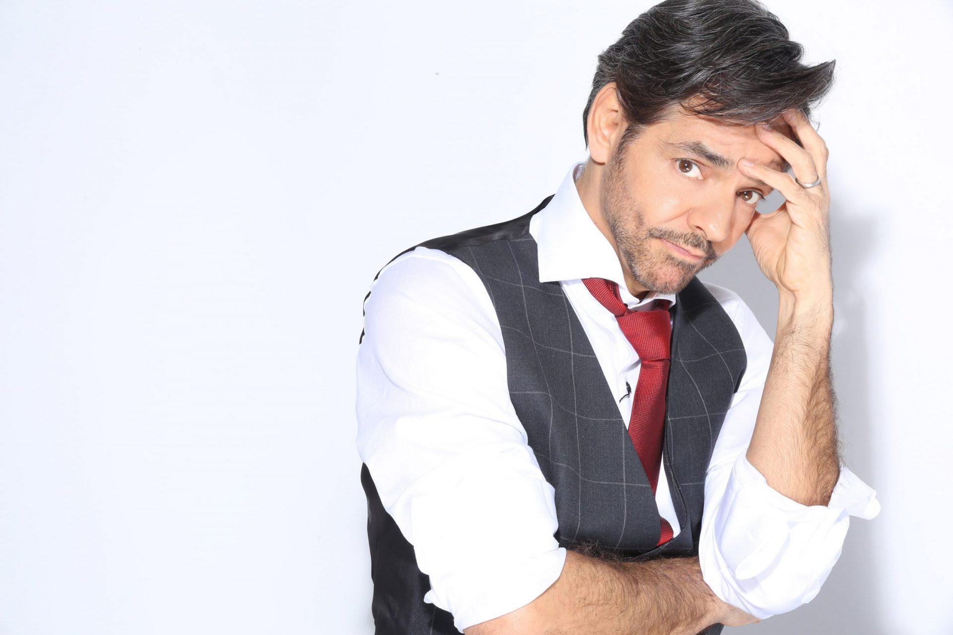 """Eugenio Derbez """"desHECHO EN CASA"""""""